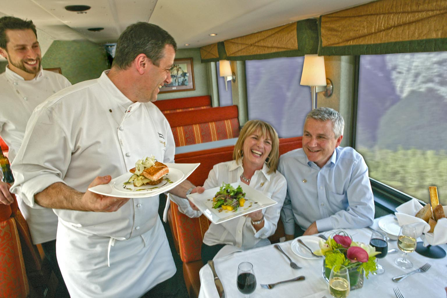GoldLeaf Service - Rocky Mountaineer Train (c) Rocky Mountaineer / CTC