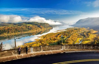 Columbia River Gorge Highway © TravelOregon