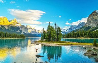 Spirit Island © CHRIS BURKARD / TRAVEL ALBERTA TOURISM